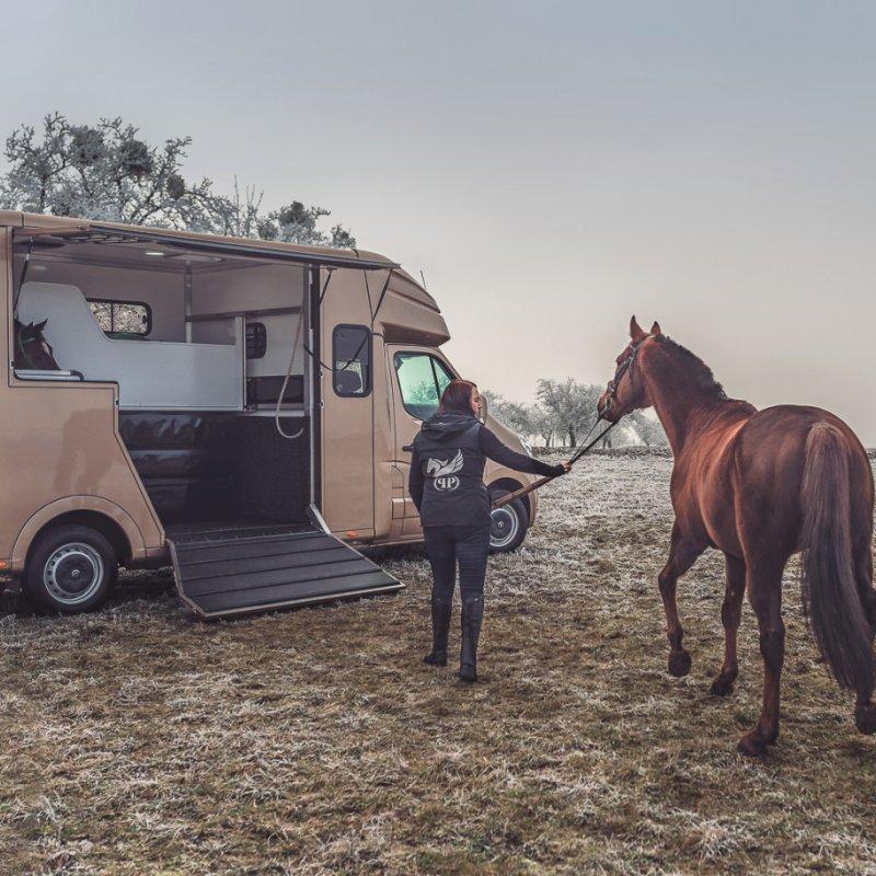 Promo produktové fotografování s koňmi